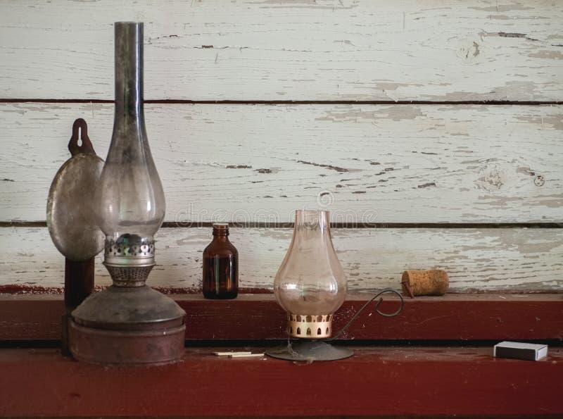 Εκλεκτής ποιότητας λαμπτήρας κηροζίνης και κάτοχος κεριών στοκ εικόνα με δικαίωμα ελεύθερης χρήσης