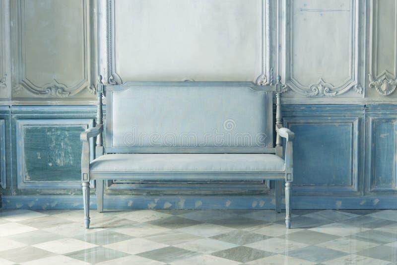 Εκλεκτής ποιότητας αναδρομική καρέκλα στοκ εικόνες