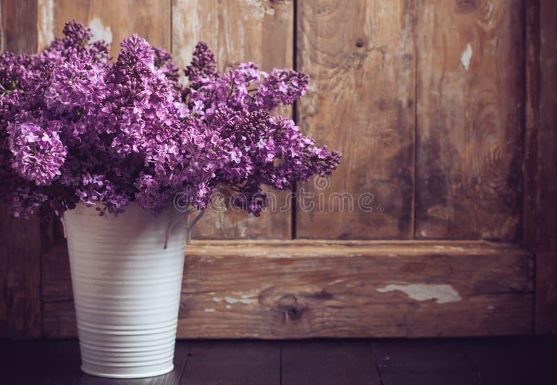 Εκλεκτής ποιότητας ανθοδέσμη των ιωδών λουλουδιών στοκ φωτογραφία με δικαίωμα ελεύθερης χρήσης