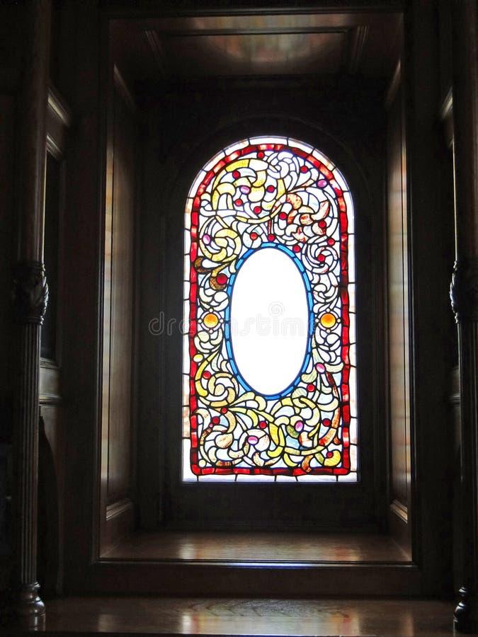 Εκλεκτής ποιότητας βικτοριανό λεκιασμένο παράθυρο γυαλιού στοκ φωτογραφία με δικαίωμα ελεύθερης χρήσης