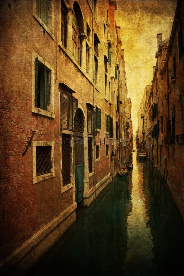 Εκλεκτής ποιότητας εικόνα ύφους ενός χαρακτηριστικού καναλιού στη Βενετία στοκ εικόνες