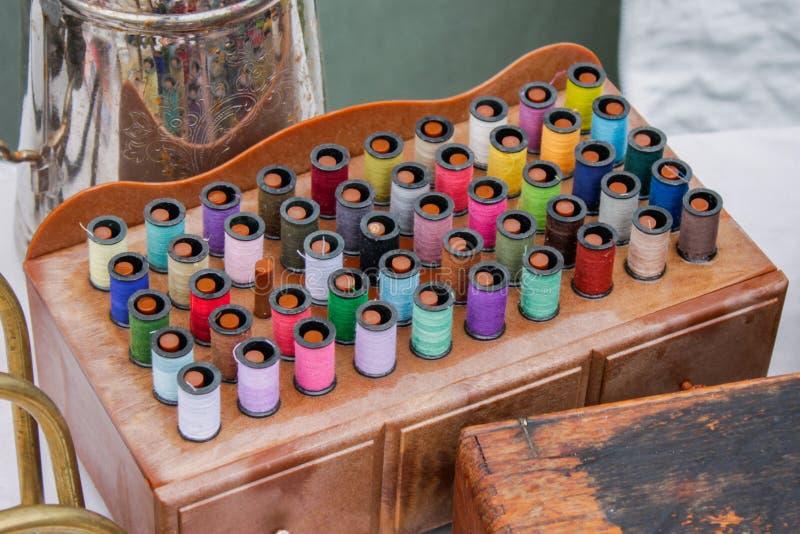 Εκλεκτής ποιότητας εξάρτηση ράβοντας νημάτων στοκ φωτογραφία με δικαίωμα ελεύθερης χρήσης