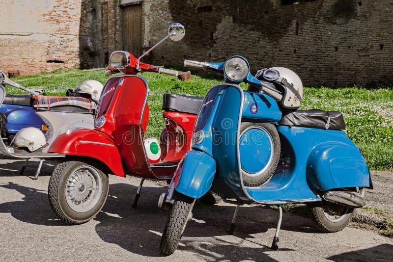 Εκλεκτής ποιότητας ιταλικά μηχανικά δίκυκλα Vespa στοκ φωτογραφία