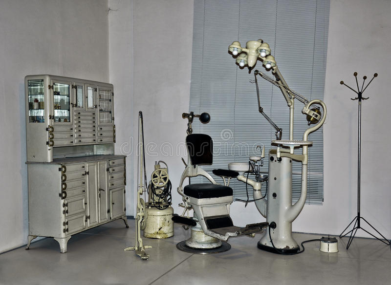 Εκλεκτής ποιότητας καρέκλα οδοντιάτρων στοκ φωτογραφία με δικαίωμα ελεύθερης χρήσης