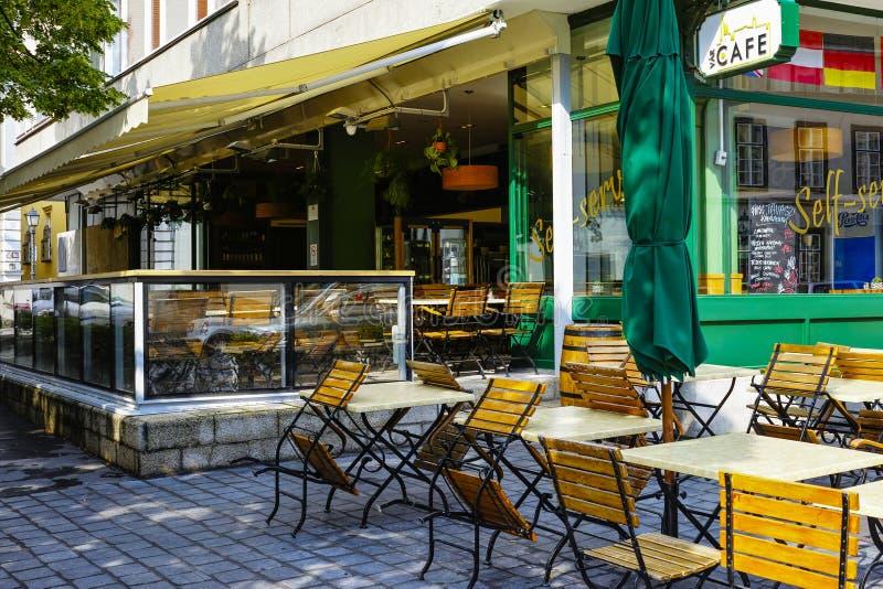 Εκλεκτής ποιότητας καφές στην παλαιά πόλη στοκ εικόνες