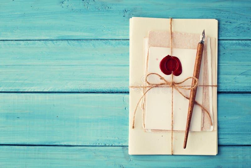 Εκλεκτής ποιότητας μάνδρα και επιστολές στοκ εικόνες με δικαίωμα ελεύθερης χρήσης