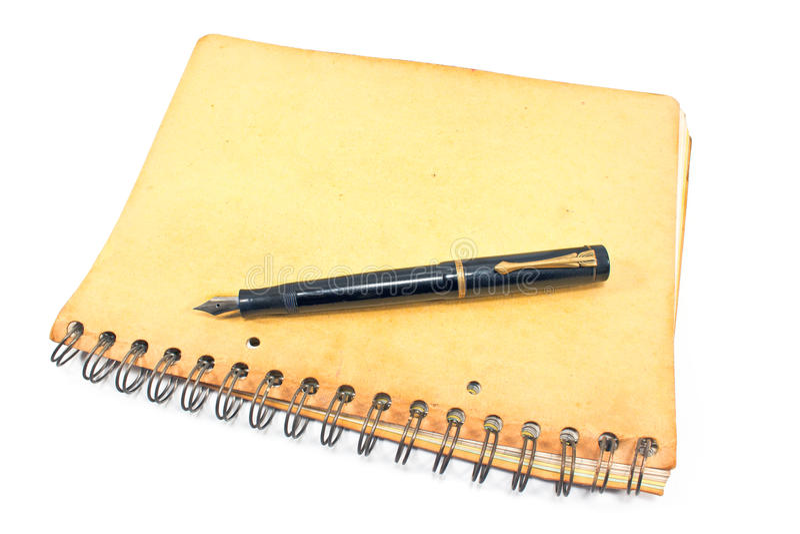 Εκλεκτής ποιότητας μάνδρα πηγών στο παλαιό σπειροειδές σημειωματάριο στοκ εικόνα