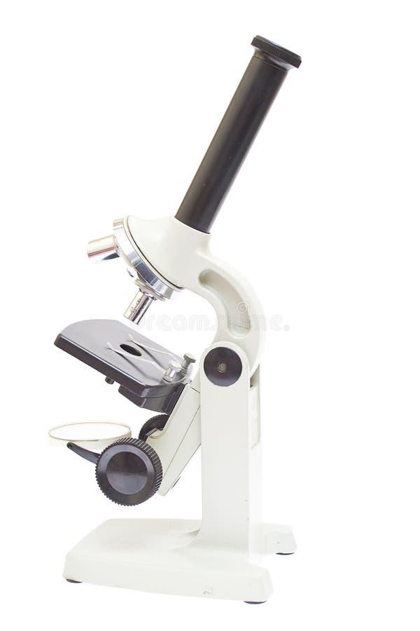 Εκλεκτής ποιότητας μικροσκόπιο που απομονώνεται σε ένα άσπρο υπόβαθρο. στοκ φωτογραφίες με δικαίωμα ελεύθερης χρήσης