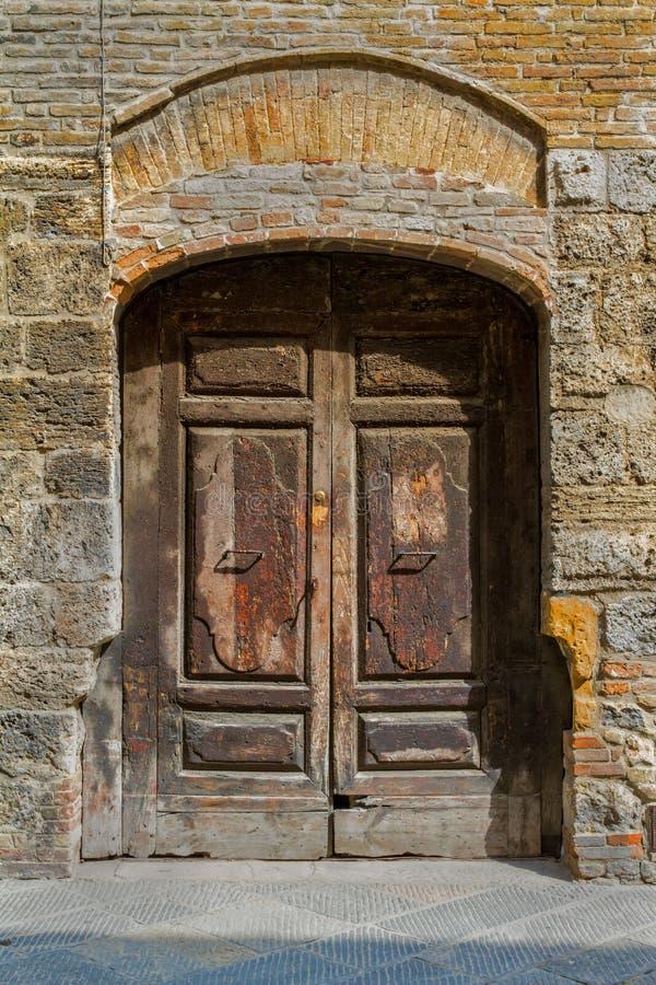 Εκλεκτής ποιότητας ξύλινη πόρτα στοκ φωτογραφία με δικαίωμα ελεύθερης χρήσης