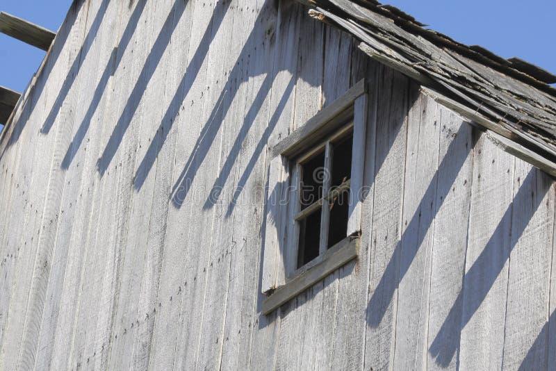 Εκλεκτής ποιότητας ξύλινο παράθυρο σιταποθηκών στοκ φωτογραφία με δικαίωμα ελεύθερης χρήσης