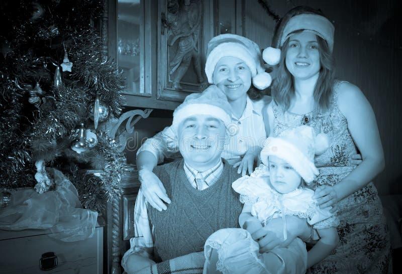 Εκλεκτής ποιότητας πορτρέτο της ευτυχούς οικογένειας στοκ εικόνα