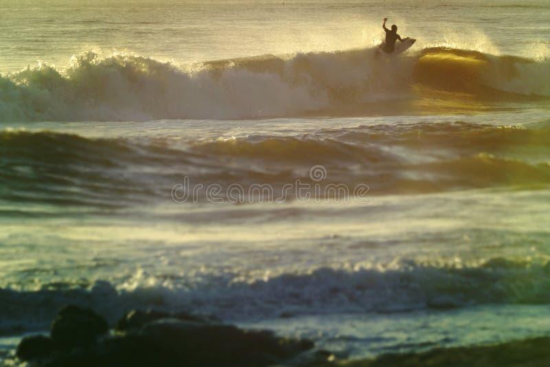 Εκλεκτής ποιότητας σερφ θερινών shorebreak κυμάτων στοκ φωτογραφίες με δικαίωμα ελεύθερης χρήσης