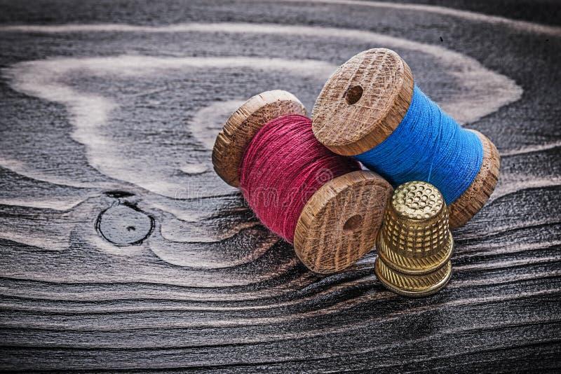 Εκλεκτής ποιότητας στροφία των δακτυληθρών νημάτων ξύλινο fancy-work πινάκων con στοκ εικόνα με δικαίωμα ελεύθερης χρήσης