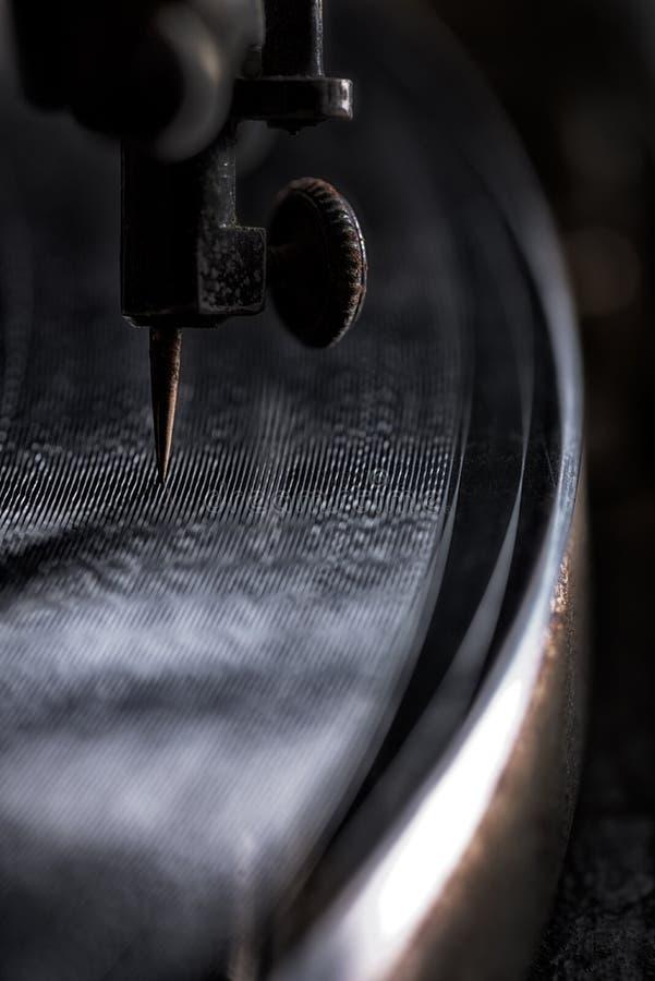Εκλεκτής ποιότητας φωνογράφος που παίζει ένα παλαιό αρχείο στοκ φωτογραφία με δικαίωμα ελεύθερης χρήσης