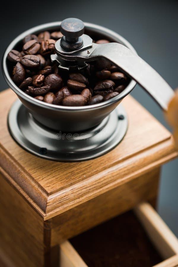 Εκλεκτής ποιότητας χειρωνακτικός μύλος καφέ στοκ εικόνα