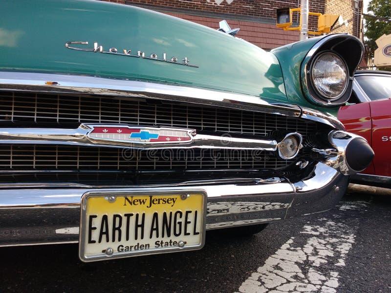Εκλεκτής ποιότητας Chevrolet σε ένα κλασικό αυτοκίνητο παρουσιάζει, πινακίδα αριθμού κυκλοφορίας γήινου αγγέλου, ΗΠΑ στοκ εικόνα