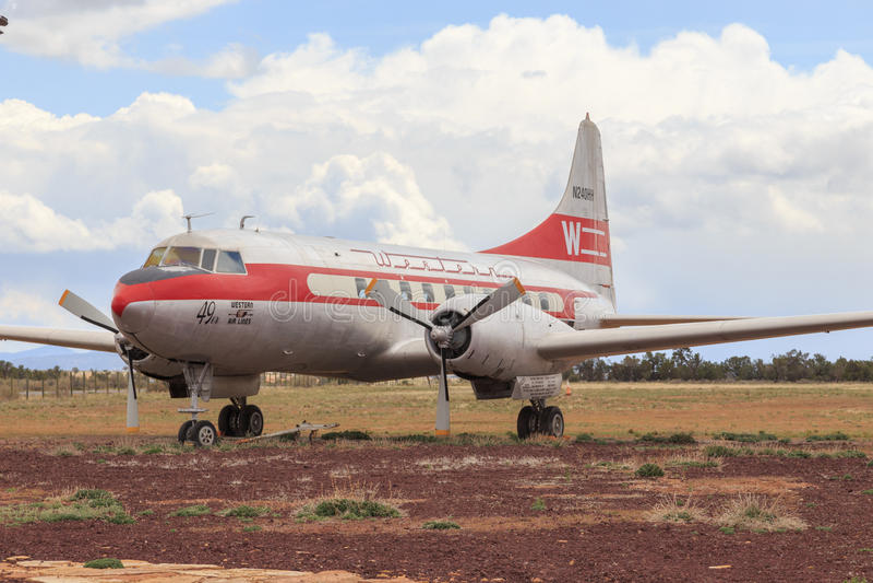 Εκλεκτής ποιότητας Convair 240 δυτικό επιβατηγό αεροσκάφος επιβατών αερογραμμών στοκ εικόνες