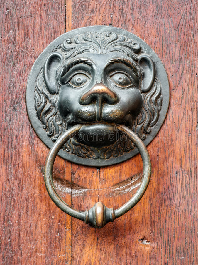 Εκλεκτής ποιότητας doorknob με το πρόσωπο λιονταριών στοκ εικόνες με δικαίωμα ελεύθερης χρήσης