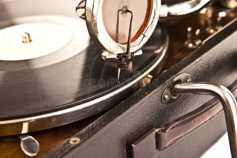 Εκλεκτής ποιότητας gramophone με ένα βινύλιο στοκ φωτογραφία