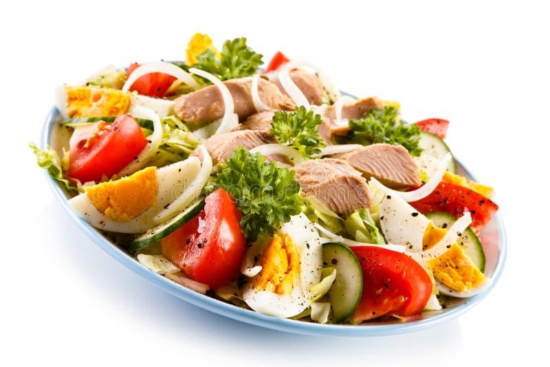 εκλεκτικός τόνος σαλάτας εστίασης μπροστινός στοκ εικόνα