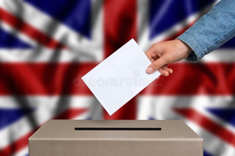 Εκλογή στη Μεγάλη Βρετανία - που ψηφίζει στο κάλπη στοκ εικόνες