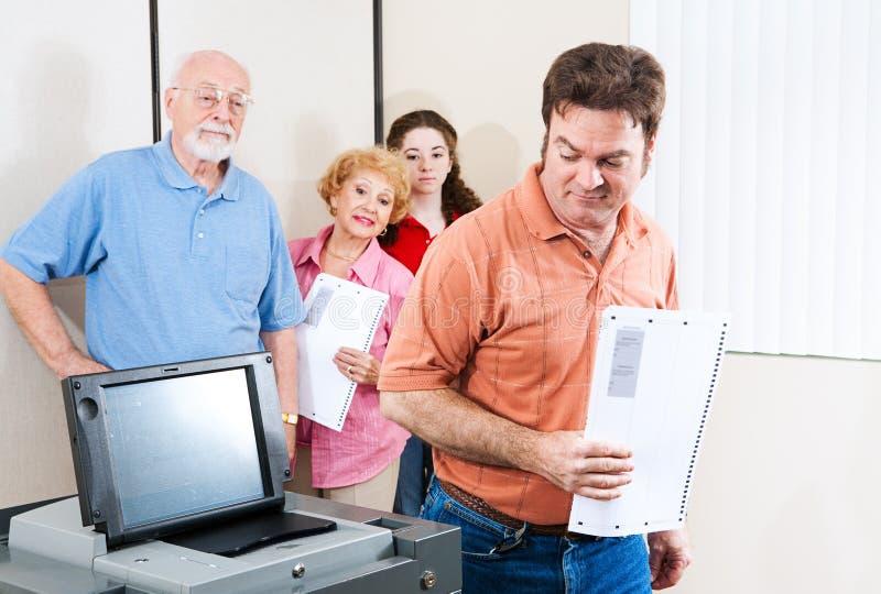 Εκλογή - δύσπιστος ψηφοφόρος στοκ εικόνες με δικαίωμα ελεύθερης χρήσης