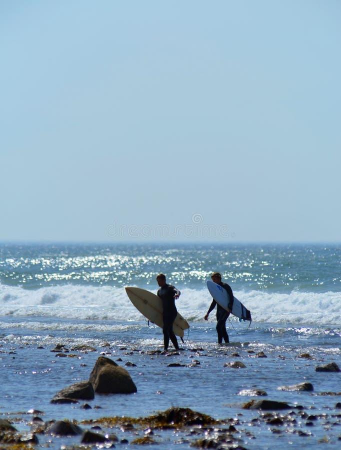 Εκδοτικά surfers στην παραλία Montauk Νέα Υόρκη πεδιάδων τάφρων στοκ εικόνες με δικαίωμα ελεύθερης χρήσης