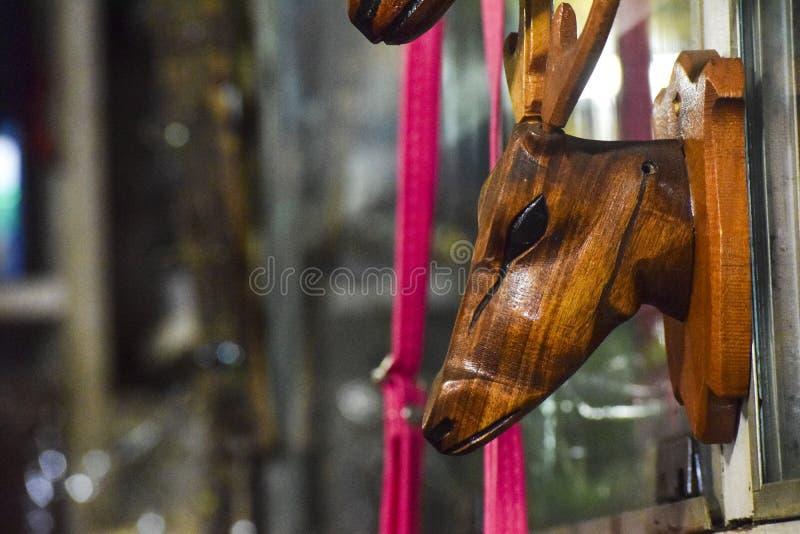 Ελάφια εγχώριας ομορφιάς που γίνονται από το ξύλο στοκ εικόνες