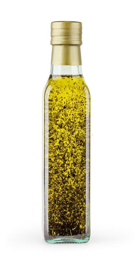 Ελαιόλαδο με το βασιλικό στο μπουκάλι γυαλιού που απομονώνεται στο άσπρο backgound στοκ φωτογραφία με δικαίωμα ελεύθερης χρήσης