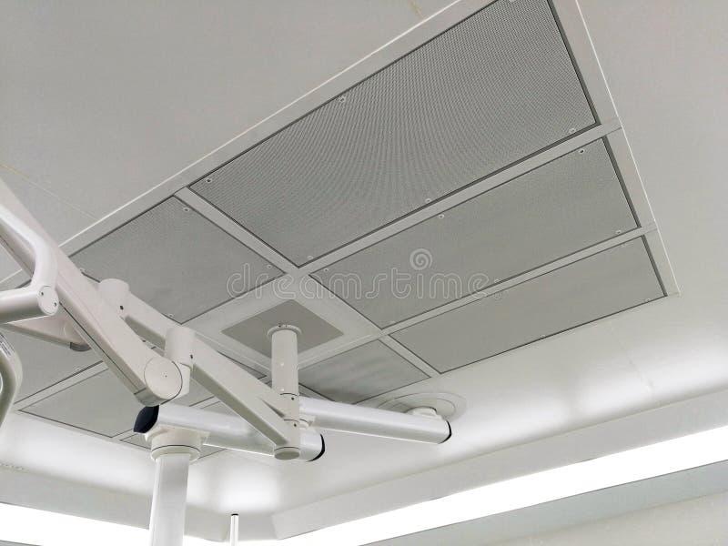 Ελασματική ροή ή παροχή αέρα φίλτρων HEPA στο λειτουργούν δωμάτιο στοκ εικόνες