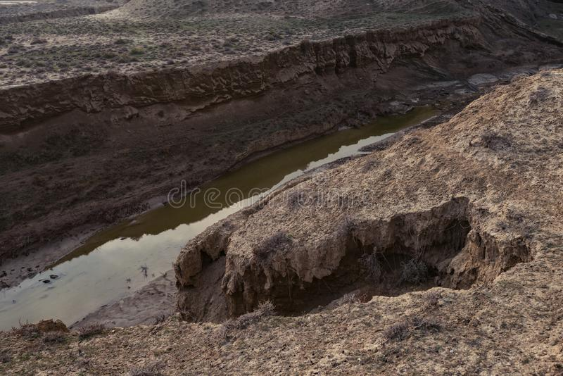 Ελαττώματα του φλοιού της γης, συνέπεια του σεισμού στοκ εικόνες