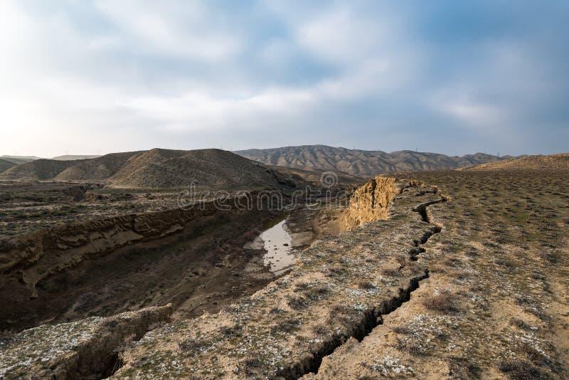 Ελαττώματα του φλοιού της γης, συνέπεια του σεισμού στοκ φωτογραφίες