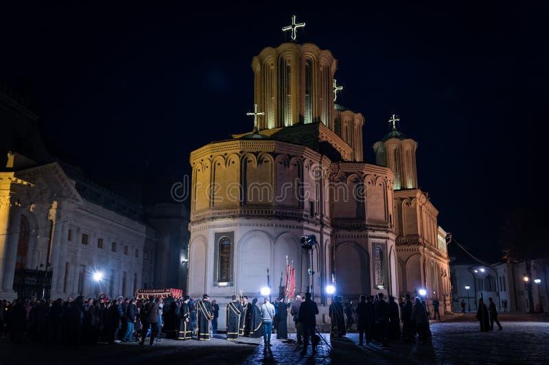 Ελαφριά πομπή Πάσχας στον πατριαρχικό καθεδρικό ναό του Βουκουρεστι'ου στοκ φωτογραφία με δικαίωμα ελεύθερης χρήσης