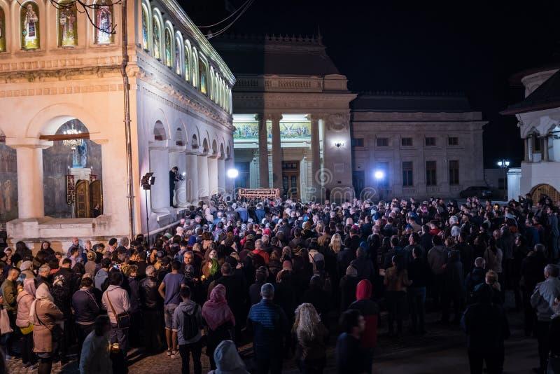 Ελαφριά πομπή Πάσχας στον πατριαρχικό καθεδρικό ναό του Βουκουρεστι'ου στοκ εικόνες με δικαίωμα ελεύθερης χρήσης