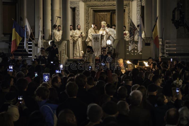 Ελαφριά πομπή Πάσχας στον πατριαρχικό καθεδρικό ναό του Βουκουρεστι'ου στοκ φωτογραφία