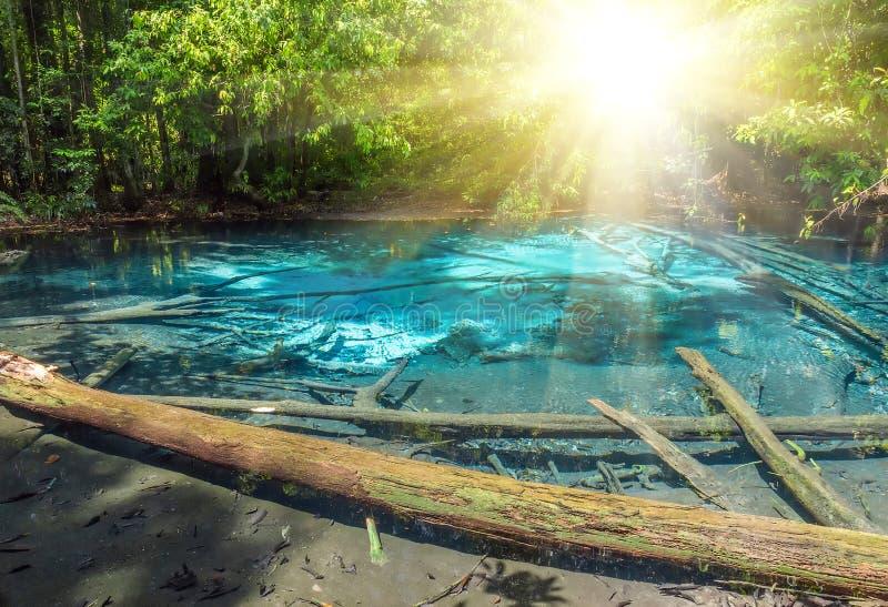 Ελαφριά σμαραγδένια λίμνη ήλιων & μπλε λίμνη στοκ φωτογραφία με δικαίωμα ελεύθερης χρήσης