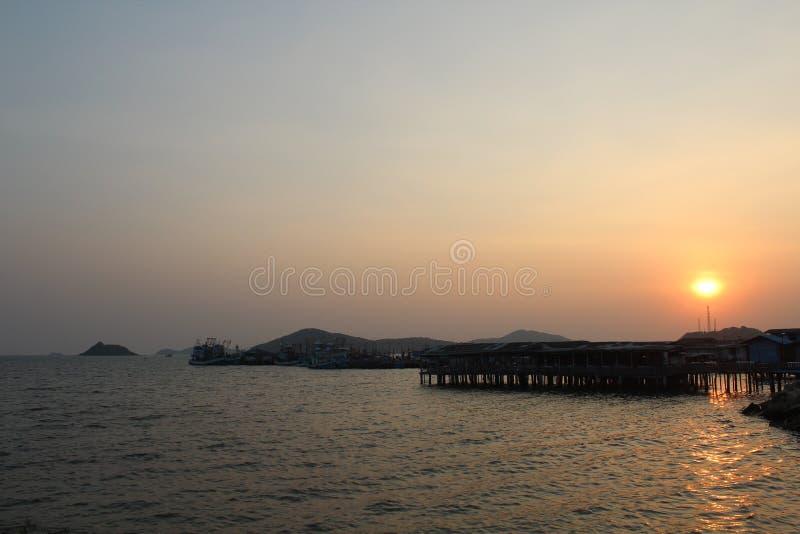 Ελαφριά ταπετσαρία τοπίων ηλιοβασιλέματος θαλάσσιου νερού πρωινού ήλιων στοκ φωτογραφίες με δικαίωμα ελεύθερης χρήσης
