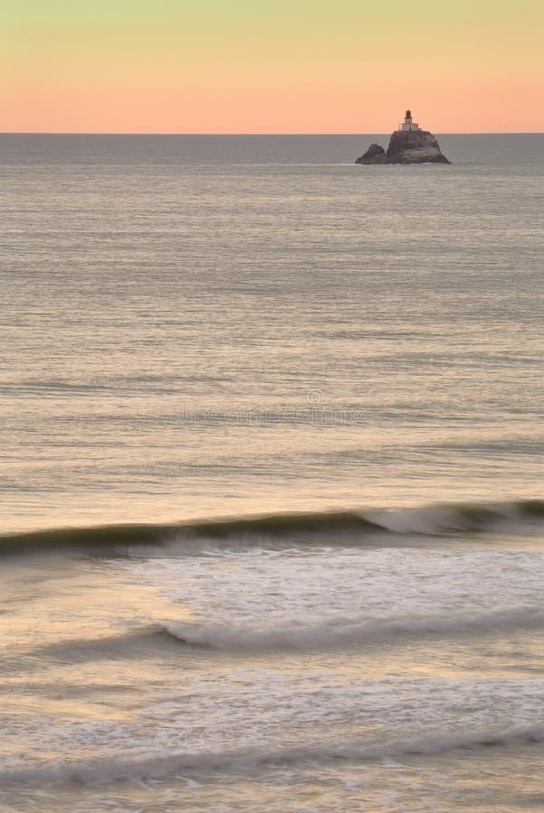 Ελαφρύ ηλιοβασίλεμα βράχου Tillamook, Όρεγκον στοκ εικόνες με δικαίωμα ελεύθερης χρήσης