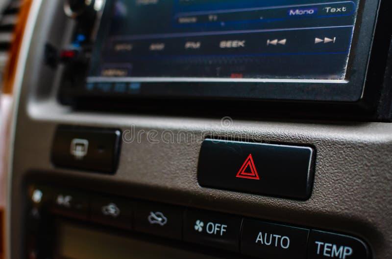 Ελαφρύ κατώτατο σημείο έκτακτης ανάγκης στο ταμπλό σε ένα αυτοκίνητο στοκ φωτογραφίες με δικαίωμα ελεύθερης χρήσης