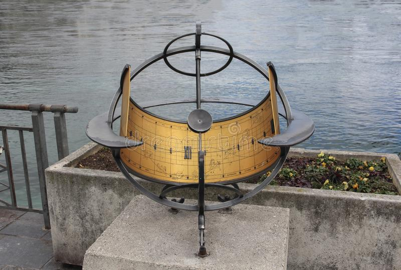 Ελβετία  Γενεύη  Στις 8 Μαρτίου 2018  Ρολόι της The Sun με το Λα της Γενεύης στοκ εικόνες