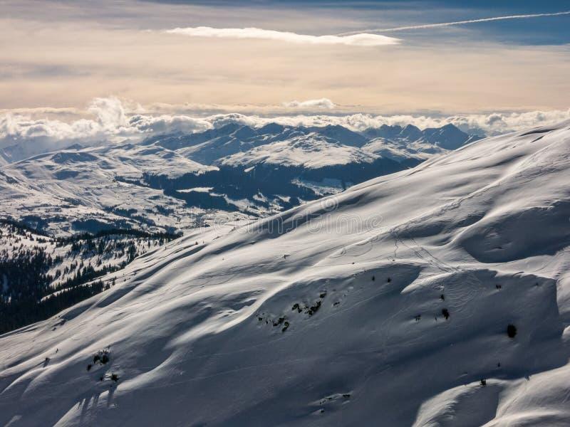 Ελβετικά όρη δεξιά πριν από το σούρουπο στοκ φωτογραφία