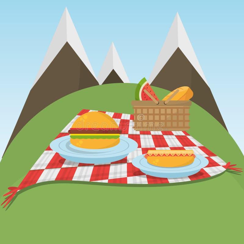 Ελεγμένο κάλυμμα πικ-νίκ με τα τρόφιμα και το υπόβαθρο βουνών ελεύθερη απεικόνιση δικαιώματος