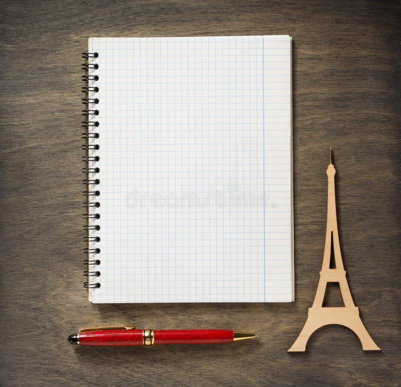 Ελεγχμένες σημειωματάριο και μάνδρα στοκ φωτογραφία
