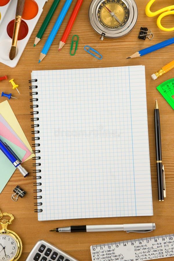 Download ελεγχμένο εξαρτήματα σχολείο σημειωματάριων Στοκ Εικόνες - εικόνα από accidence, βιβλίων: 22799652