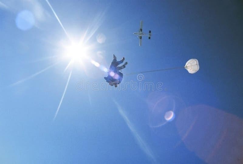ελεύθερη πτώση με αλεξίπτωτο στοκ φωτογραφίες