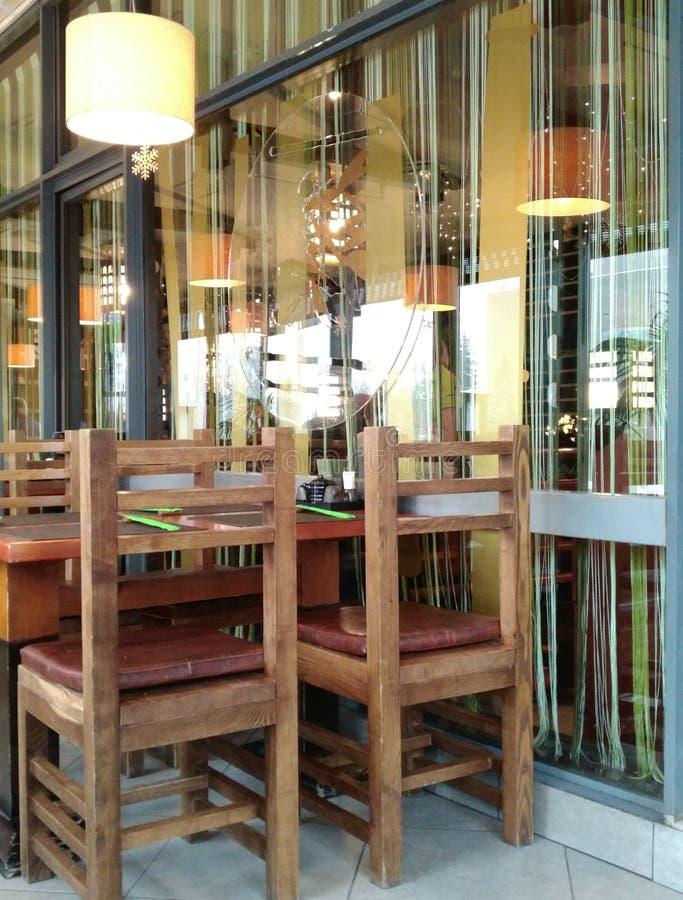 Ελεύθερος πίνακας στον καφέ από τον τοίχο γυαλιού στοκ εικόνες