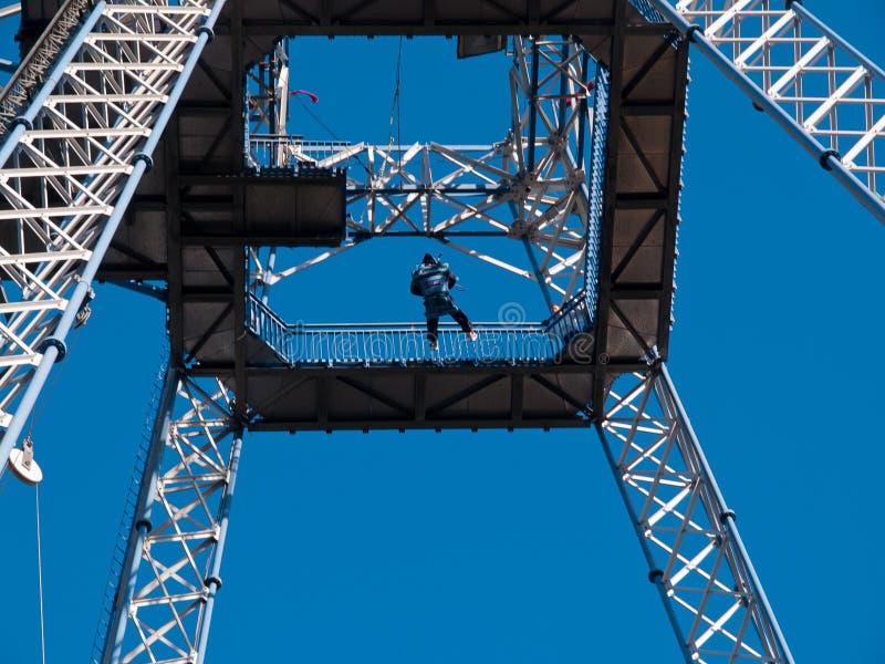Ελεύθερος πύργος πτώσης στο λούνα παρκ στοκ φωτογραφία