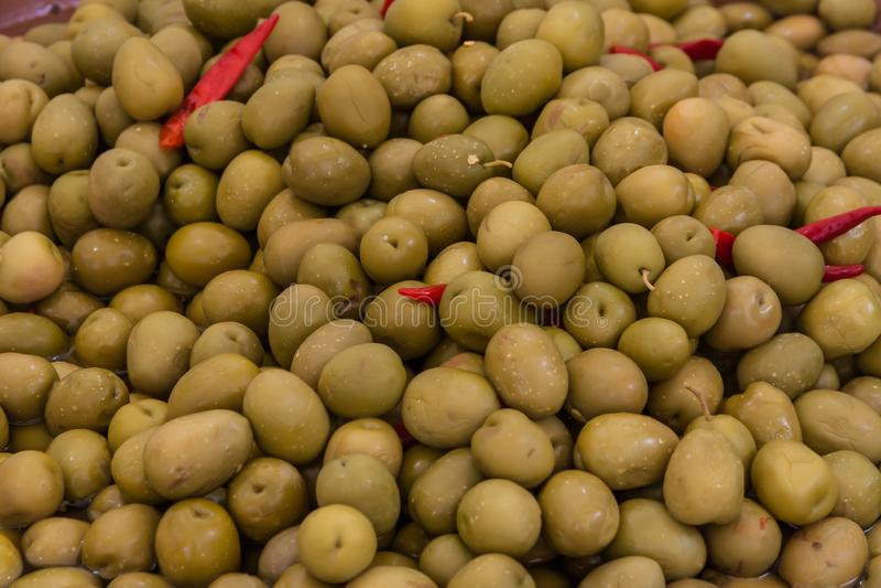 Ελιές σε μια αγορά στοκ φωτογραφία