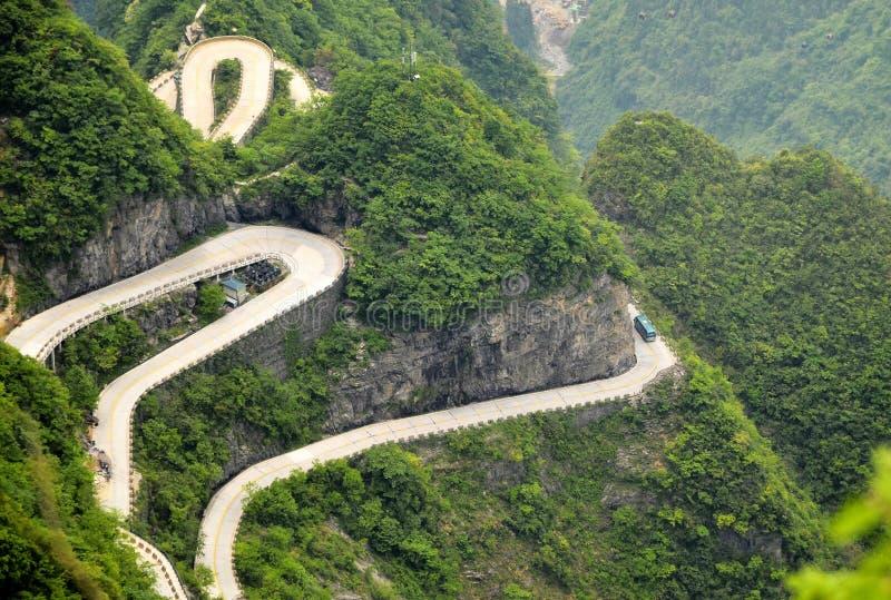 Ελικοειδής δρόμος στο βουνό Κίνα Tianmen στοκ φωτογραφία με δικαίωμα ελεύθερης χρήσης
