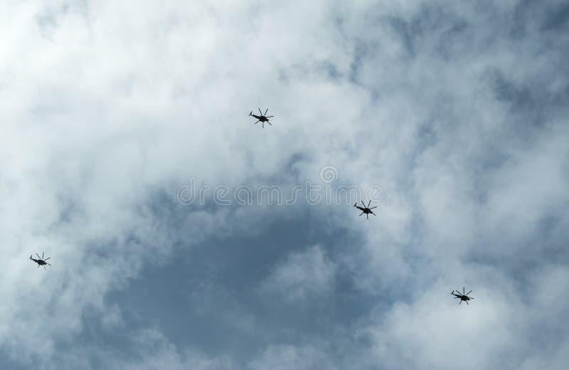 Ελικόπτερα κατά την πτήση στοκ εικόνα με δικαίωμα ελεύθερης χρήσης